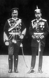 ADN-ZB/ARchiv Kaiser Wilhelm II. von Deutschland (l. in russischer Uniform) und Zar Nikolaus II. von Russland in preußischer Uniform.